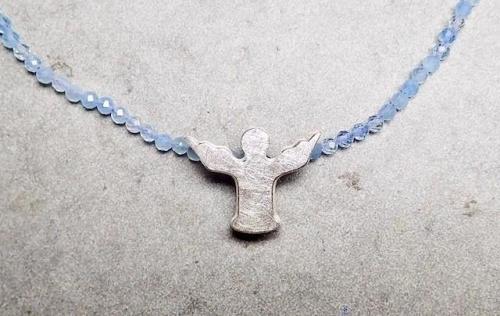 Engel silber mit hellblauem Aquamarinen facettiert
